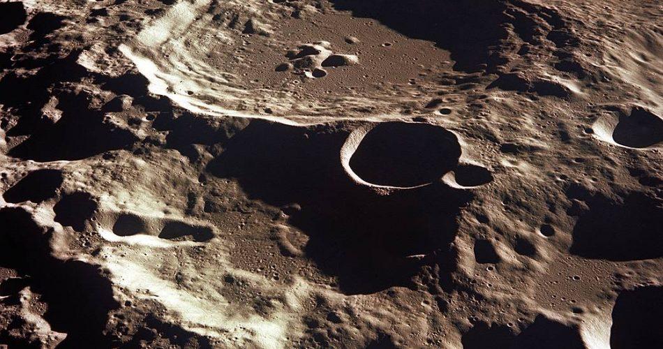 Un cratere della Luna