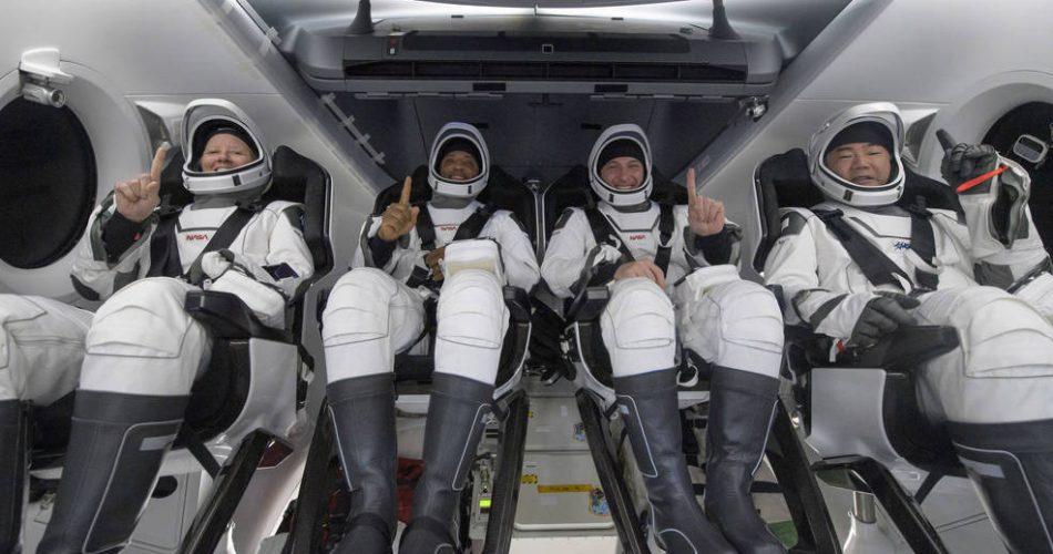 L'equipaggio della Crew-1